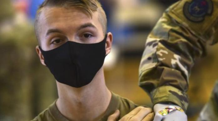 Soldier gets vaccine